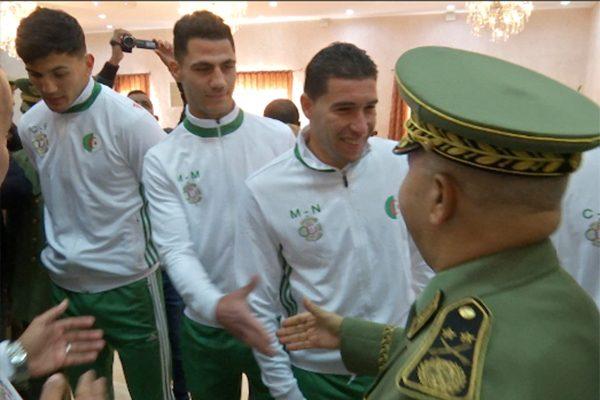 المؤسسة العسكرية تقيم حفلا على شرف النخبة الوطنية