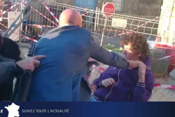 بالفيديو..شاب يصفع رئيس وزراء فرنسا أمام الملأ