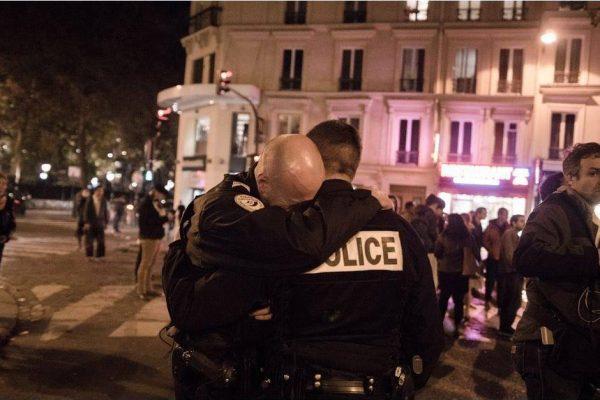 مقتل شرطي وإصابة اثنين آخرين في إطلاق نار وسط باريس