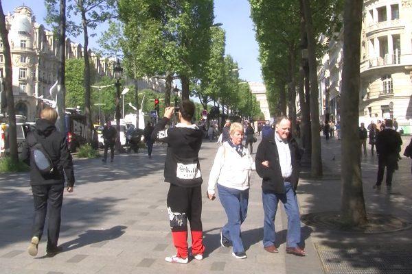 الحياة تعود إلى شارع الشانزيليزيه بعد الهجوم الإرهابي