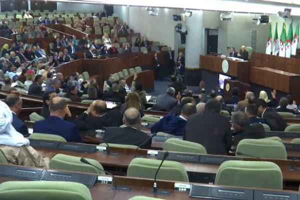 البرلمان الجديد ينصب الثلاثاء المقبل بكثير من الوجوه القديمة