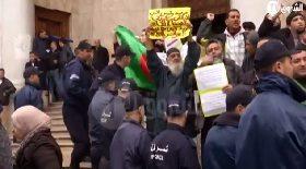 """وقفة احتجاجية أمام ساحة البريد المركزي """"لأهالي المفقودين"""""""