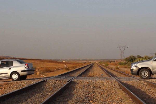 غليزان: ممر السكة الحديدية غير المحروس بالحمايدية يهدد مستغليه