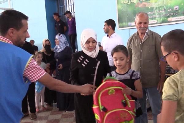 Tiaret : Distribution de foumiteurs scolaires au profit des orphelins