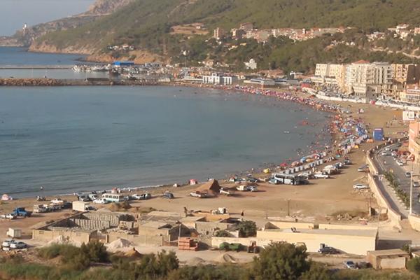 130 مليون شخص توافدوا على شواطئ الجزائر خلال هذا الصيف