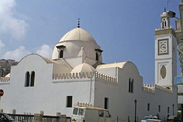 نقابة الزوايا تدعو إلى تقليص بناء المساجد