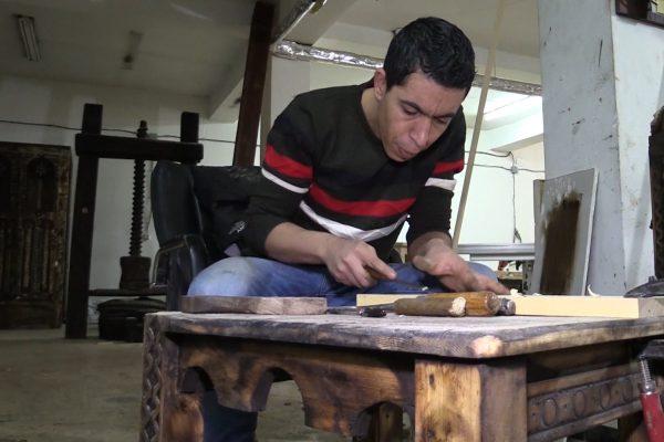 برج بوعريريج: النحّات عبد النور.. أو عندما يتحدث الخشب أمازيغيا