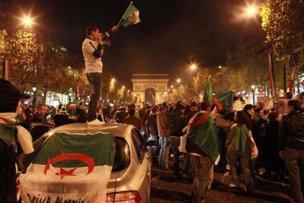 تحويلات أفراد الجالية الجزائرية بفرنسا تبلغ أكثر من 10 ملايير دولار سنويا