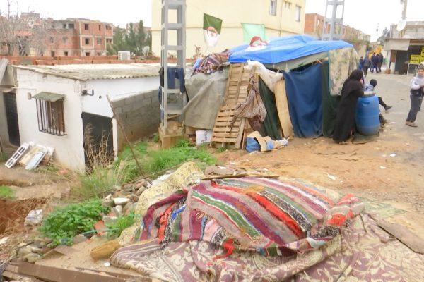 العاصمة: عائلة من 6 أفراد تتخذ طريق تقصراين مأوى لها والسلطات تتفرج !