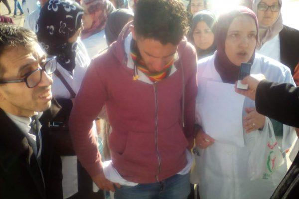 شاب يعتدي على طبيب ويمسح به الأرض بمستشفى البويرة!