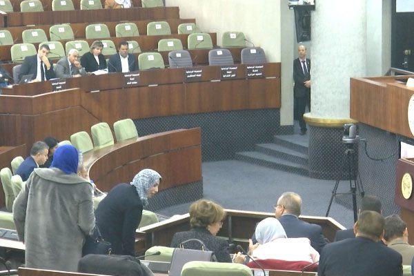 دكاترة ومهندسون وحقوقيون تحت قبة البرلمان