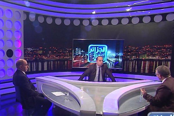 """الجزائر هذا المساء: جرحى ومواجهات.. الاطباء المقيمون يكسرون قانون """"منع المسيرات"""" بالعاصمة"""