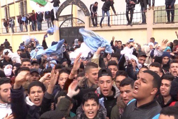 Aïn Defla : Licenciement des grévistes, protestations des lycéens