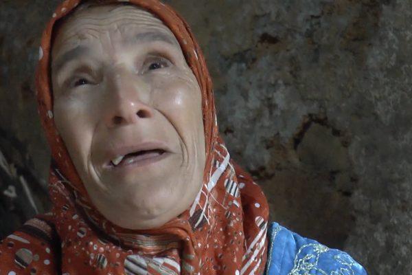 سكيكدة : عائلة من خمسة أفراد مرضى مهددة بالموت تحت الأنقاض