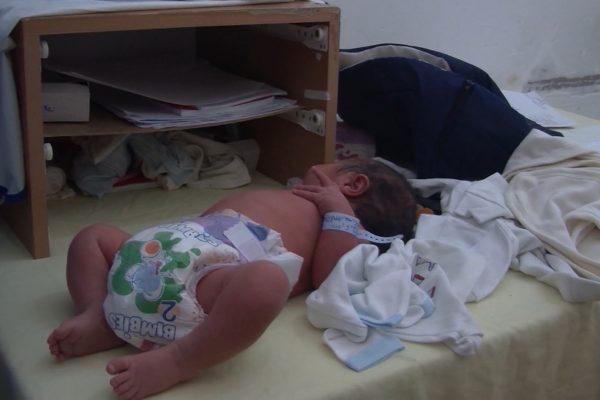 عنابة :اختفاء غامض لرضيعة بمستشفى ابن رشد وعائلتها تطالب بكشف الحقيقة