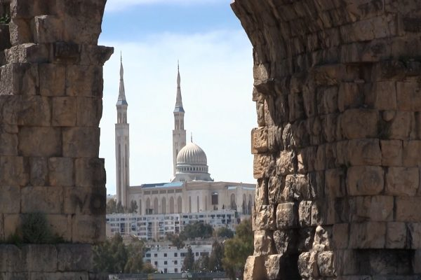 قسنطينة: أصحاب أرض الأقواس الرومانية يوقفون مشروع تهيئة ويطالبون بالتعويض