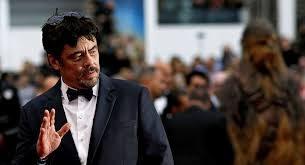 """الممثل الأمريكي ديل تورو يقف دقيقة صمت على ضحايا غزة في""""كان"""""""