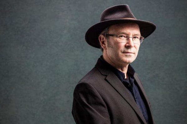 الكاتب الإيرلندي مايك ماكورمان يفوز بجائزة دبلن الأدبية