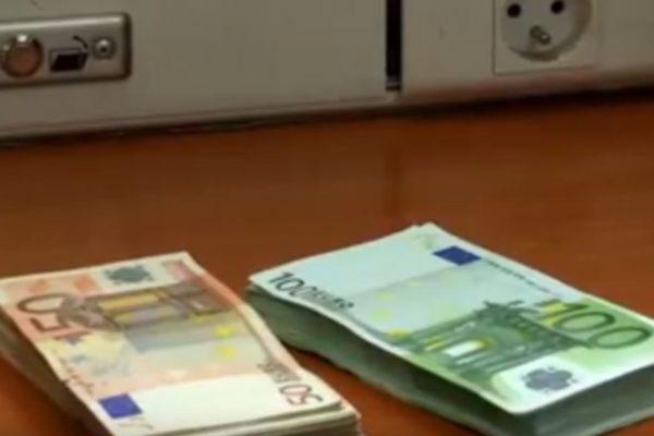 اليورو بـ 143 دينار جزائري في البنك.. لمن استطاع إليه سبيلا
