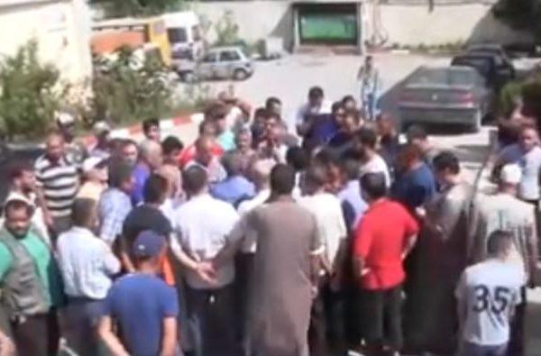 مواطنون يغلقون مقر بلدية قورصو احتجاجًا على ندرة الماء الشروب