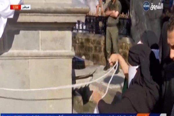 سكان ولاية سطيف يبكون فرحا بعد كشف الستار عن تمثال عين الفوارة