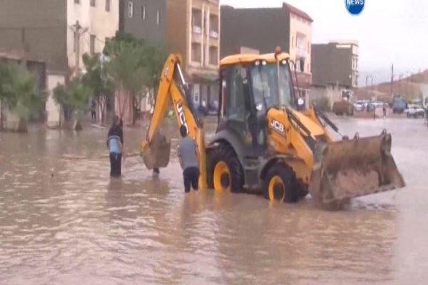 الجلفة: أمطار طوفانية تتسرب للمنازل وتغرق المدينة ومحطة المسافرين