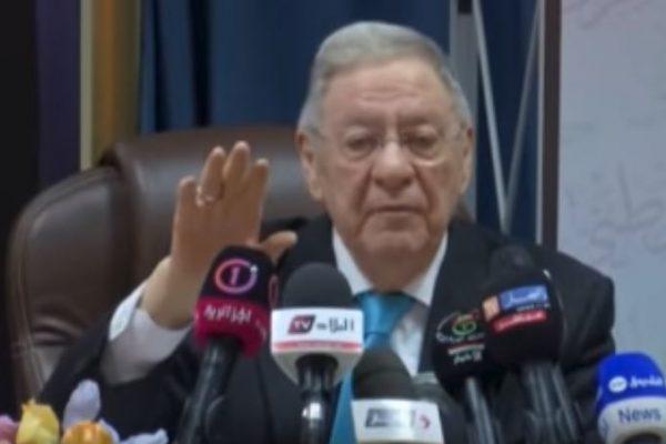 ولد عباس يؤكّد مسعى الإطاحة بثالث رجل في هرم السلطة