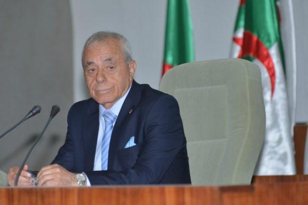 تجميد البرلمان الجزائري ومطالبة رئيسه بالإسقالة..