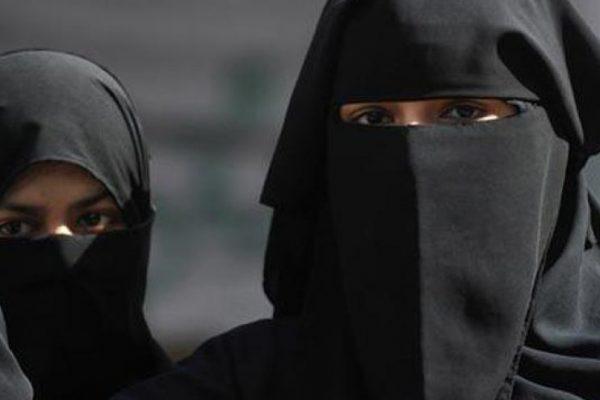 منع ارتداء النقاب في أماكن العمل يثير الجدل في الجزائر