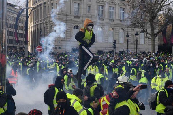 """""""السترات الصفراء"""" تواصل  احتجاجاتها للأسبوع السابع"""