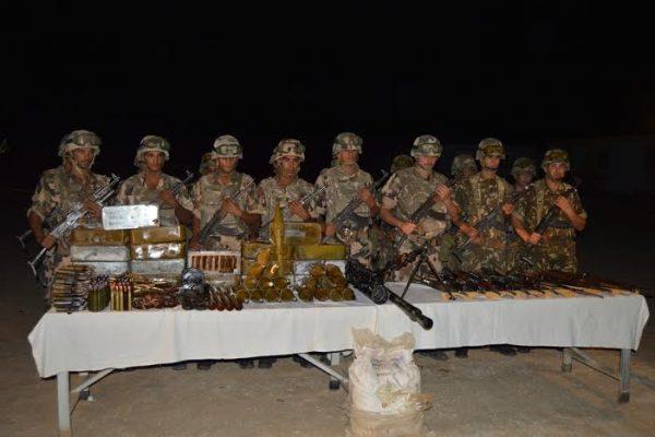 الجيش يعثر على أسلحة حربية وذخيرة على الحدود مع مالي