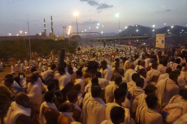 حجاج بيت الله الحرام ينفرون من عرفات إلى مزدلفة