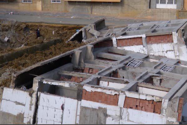 وزارة السكن تشكّل لجنة تحقيق في انهيار مبنى بالعاشور