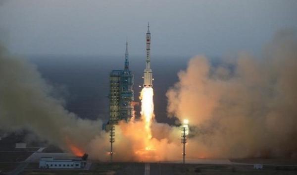 """الصين تطلق مركبتها الفضائية """"شنتشو11"""""""