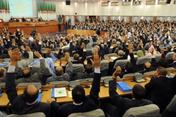 """لجنة الصحة تنزع قناع """"الود"""" عن الغازي وتتوعّده خلال جلسة التصويت على مشروع قانون التقاعد"""