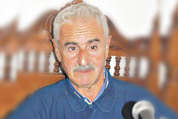 """سياسيون وإعلاميون وفنون يبكون """"شيخ البلاد"""" اعمر الزاهي!"""