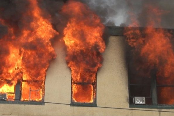 حريق مهول يأتي على قاعدة حياة لمؤسسة صينية بالبرواقية بالمدية